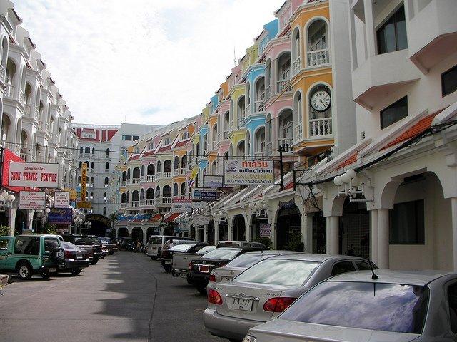 Phuket Old Town / Hikosaemon / Flickr