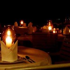 Romantic dinner in Phuket/  Image via Samantha Ombregt / Flickr