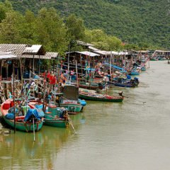 Hua Hin fishing village/ Image via Sam Sherratt/ Flickr